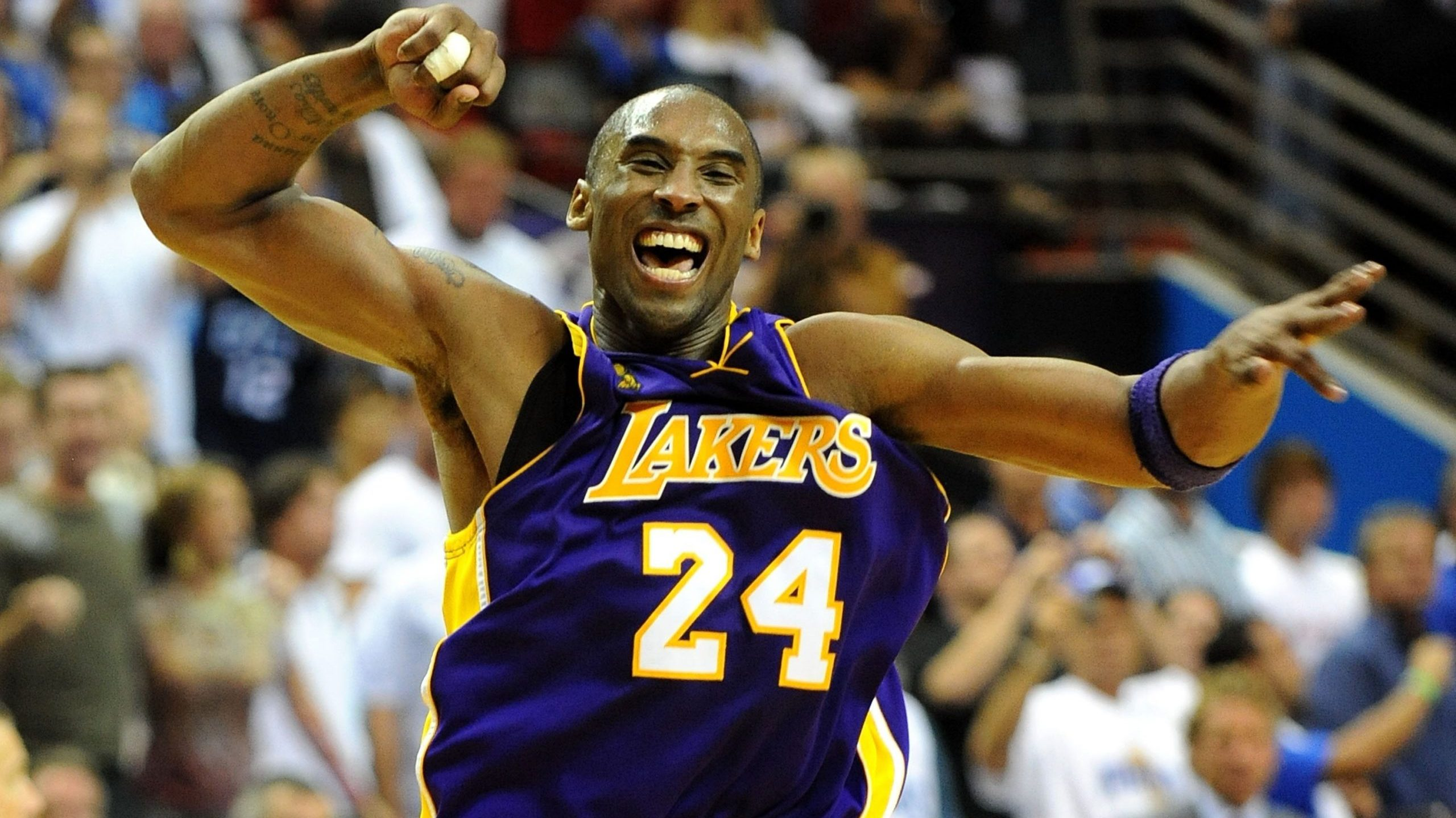 Kobe Bryant of the Los Angeles Lakers celebrates after defeating the Orlando Magic 99-86 in Game 5 of the 2009 NBA Finals in Orlando, Florida. (Credit: Ronald Martinez / Getty Images)
