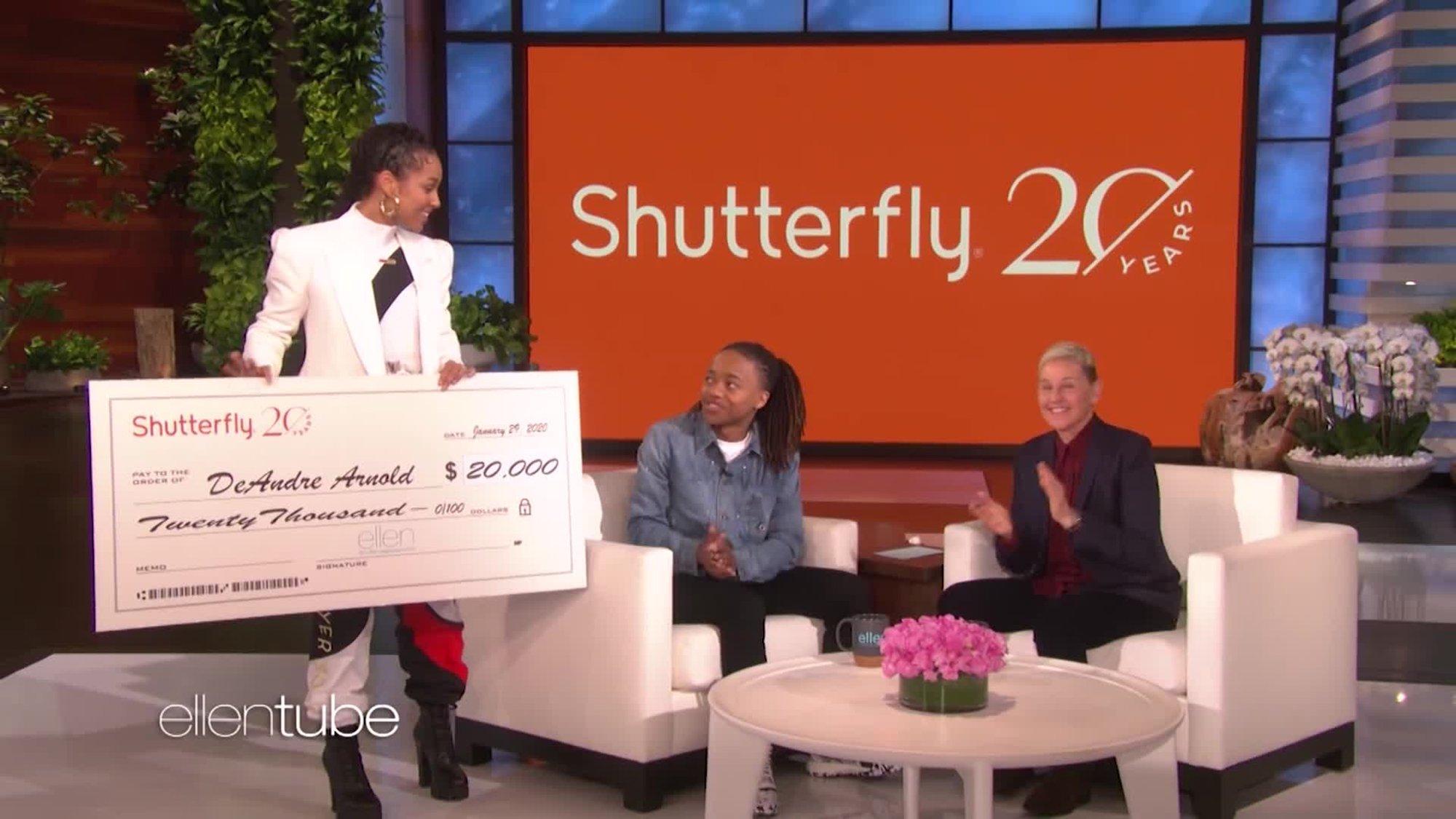 "Ellen DeGeneres and Alicia Keys present DeAndre Arnold with a check for $20,000 on ""The Ellen Show."" (Credit: The Ellen Show via CNN)"