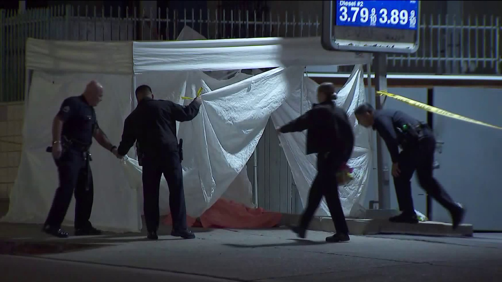 Los Angeles police respond to investigate a deadly shooting in the Pico-Union neighborhood on Jan. 6, 2020. (Credit: KTLA)