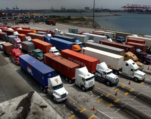 Truckers line up at the entrance of a cargo terminal at the Port of Long Beach in this undated photo. (Credit: Beatrice de Gea/Los Angeles Times)