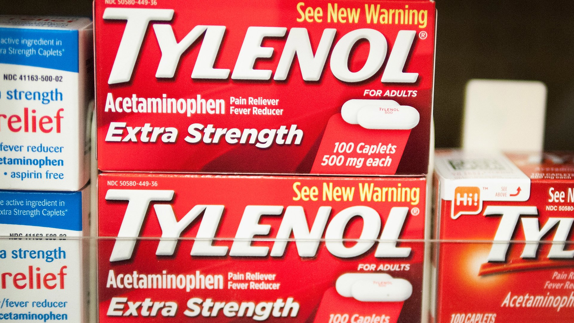Tylenol, which contains acetaminophen, is offered for sale at a drug store on April 14, 2015, in Chicago. (Credit: Scott Olson/Getty Images)