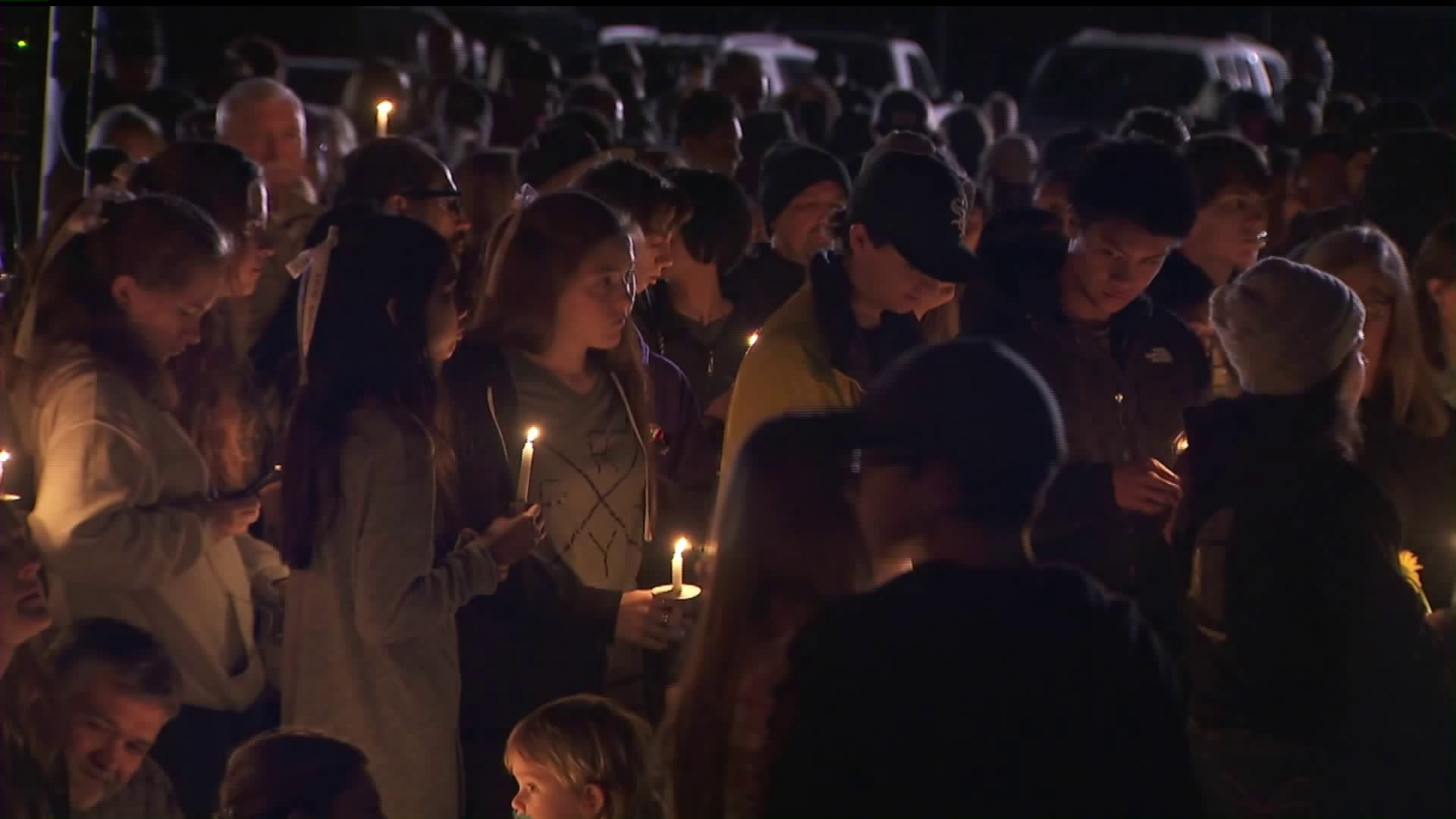 Hundreds attend a vigil on Jan. 24, 2020, for three teens who died in a Temescal Valley crash five days earlier. (Credit: KTLA)