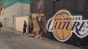 Fans gathered at a mural of Kobe Bryant in Los Angeles on Jan. 26, 2020. (Credit: KTLA)
