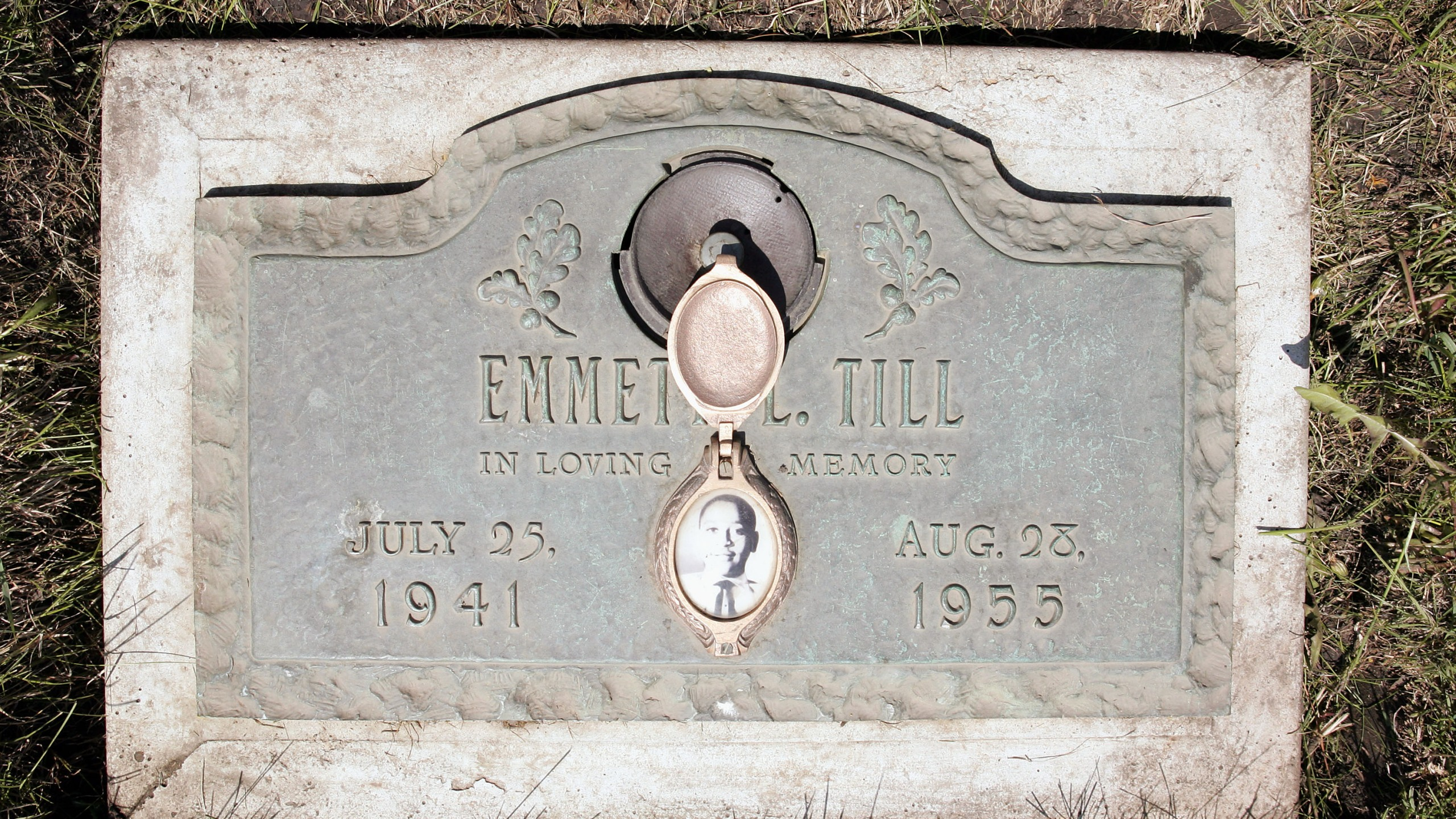 A plaque marks the gravesite of Emmett Till at Burr Oak Cemetery May 4, 2005, in Aslip, Illinois. (Scott Olson/Getty Images)