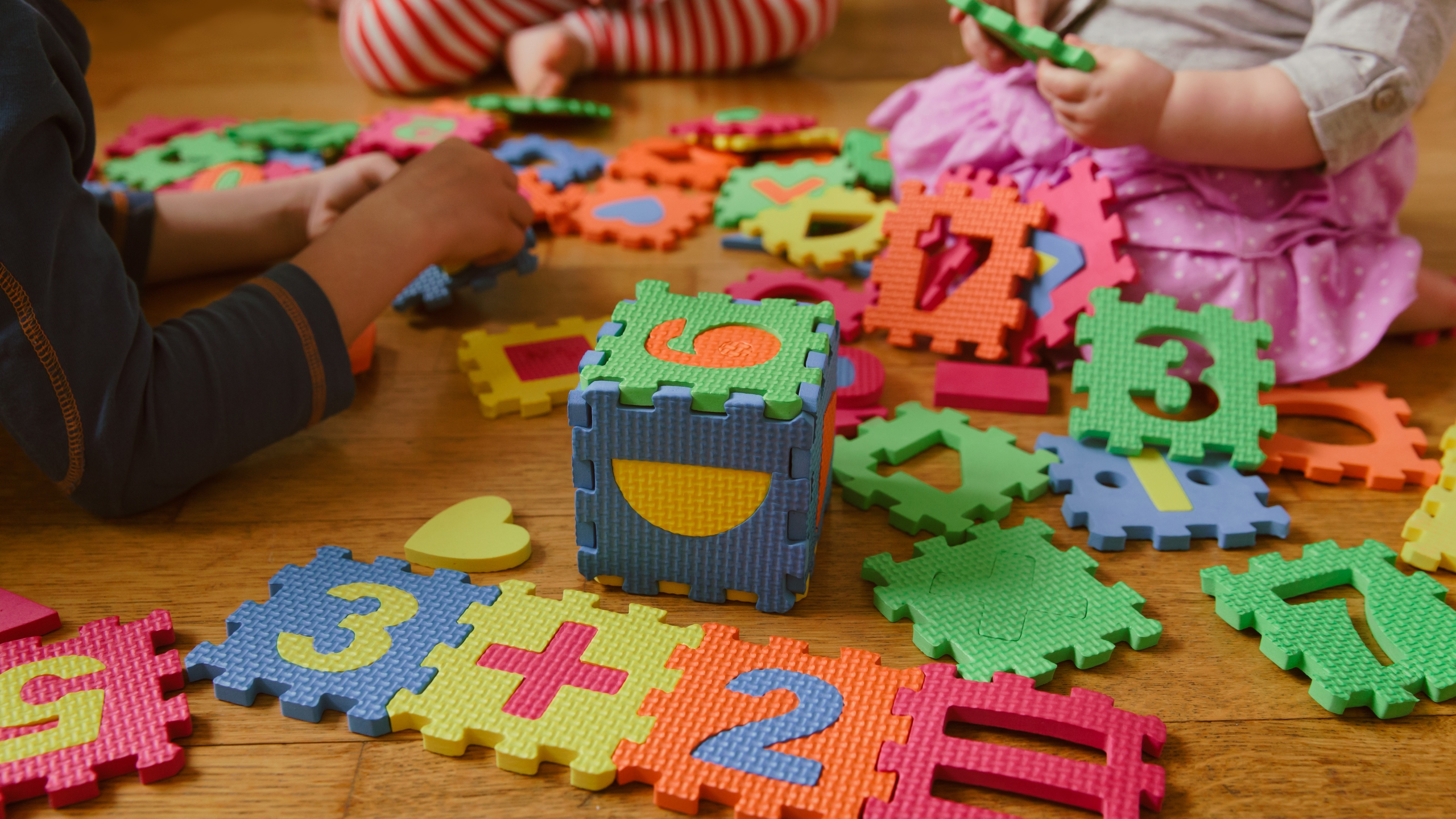 Kids play with a number puzzle in this file photo. (Credit: Getty Images)