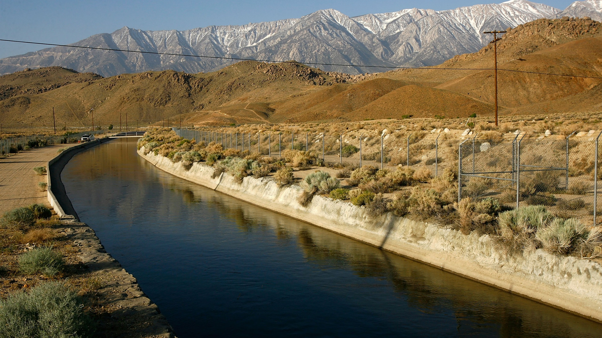 The Los Angeles Aqueduct carries water from the snowcapped Sierra Nevada Mountains to major urban areas of Southern California on May 9, 2008, near Lone Pine. (David McNew / Getty Images)