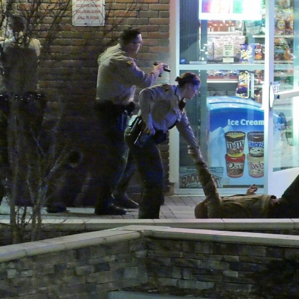 Deputies respond to the scene of a gunfight in which a shopkeeper was wounded and an alleged robber was killed at a Santa Clarita liquor store on Feb. 2, 2020. (Credit: Austin Dave)