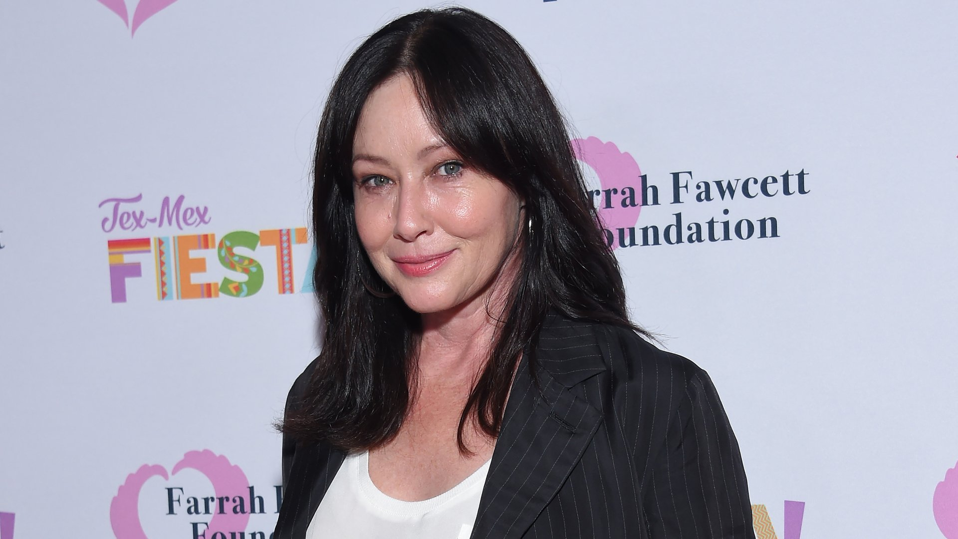 """Shannen Doherty walks the carpet at the Farrah Fawcett Foundation's """"Tex-Mex Fiesta"""" honoring Marcia Cross at Wallis Annenberg Center for the Performing Arts in Beverly Hills, California, on September 6, 2019. (Credit: LISA O'CONNOR/AFP via Getty Images)"""
