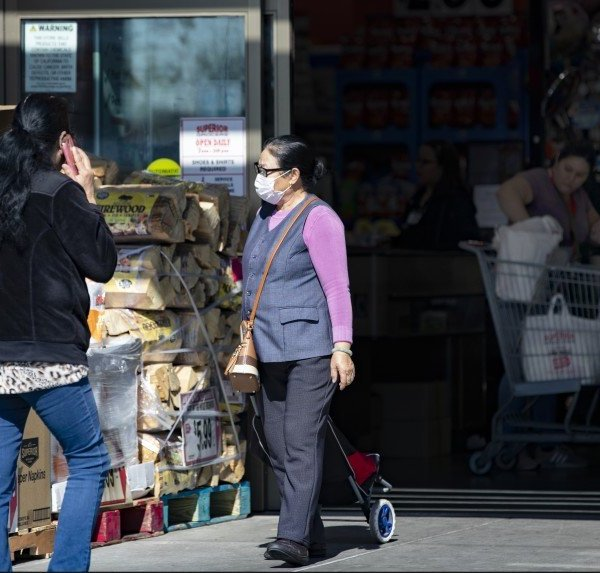 Shoppers are seen at El Superior Market in El Monte. (Credit:Gina Ferazzi / Los Angeles Times)