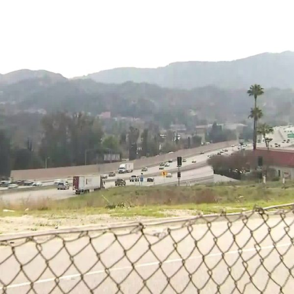 Motorists travel through Santa Clarita amid forecast of strong winds and scattered showers on Feb. 9, 2020. (Credit: KTLA)