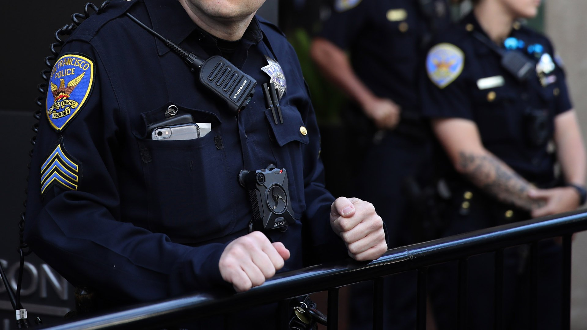 A San Francisco police officer monitors a protest on Aug. 27, 2019, in San Francisco. (Credit: Justin Sullivan/Getty Images)