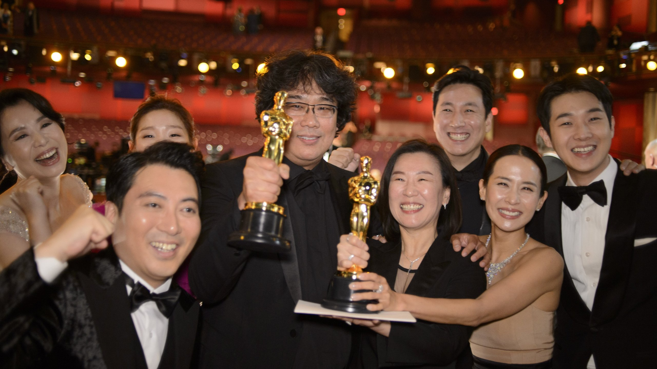 The cast and crew of parasite pose for a photo at the Academy Awards at the Dolby Theatre on Feb. 9. 2020. (Credit: Eric McCandless via Getty Images)