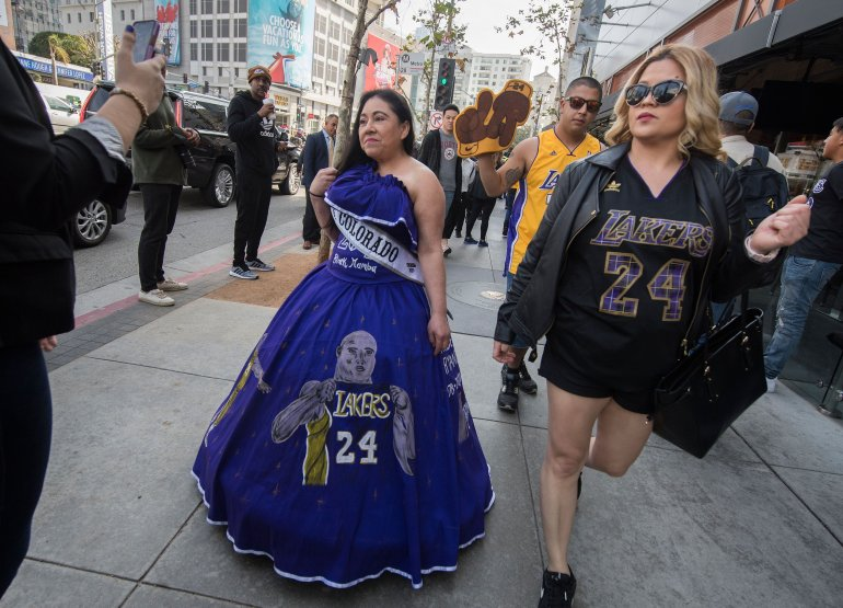 Kobe Bryant S Special Connection With Latinos Inspired Fan S Quinceanera Dress At Staples Center Memorial Ktla