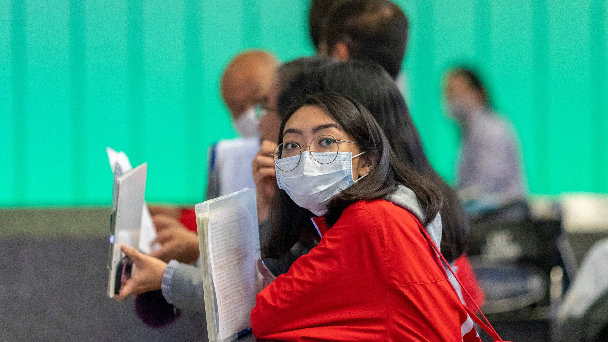 A woman waiting for an international traveler to arrive to LAX Tom Bradley International Terminal wears a medical mask for protection against the coronavirus outbreak on February 2, 2020 in Los Angeles. (Credit: David McNew/Getty Images North America/Getty Images)