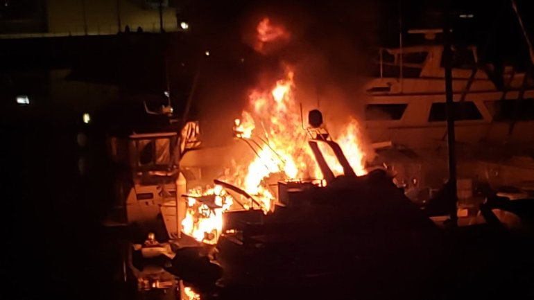 Boats were engulfed in flames in Marina del Rey on Feb. 6, 2020. (Credit: @cfahooligan on Twitter)