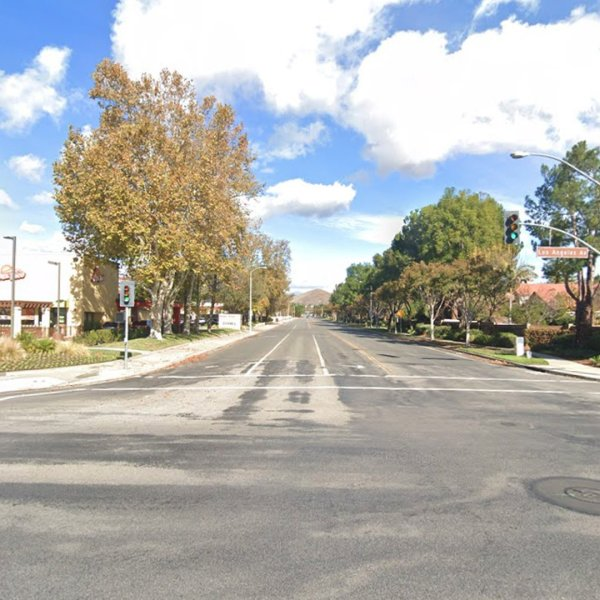 The intersection of Stearns Street and Los Angeles Avenue in Simi Valley, as pictured in a Google Street View image.