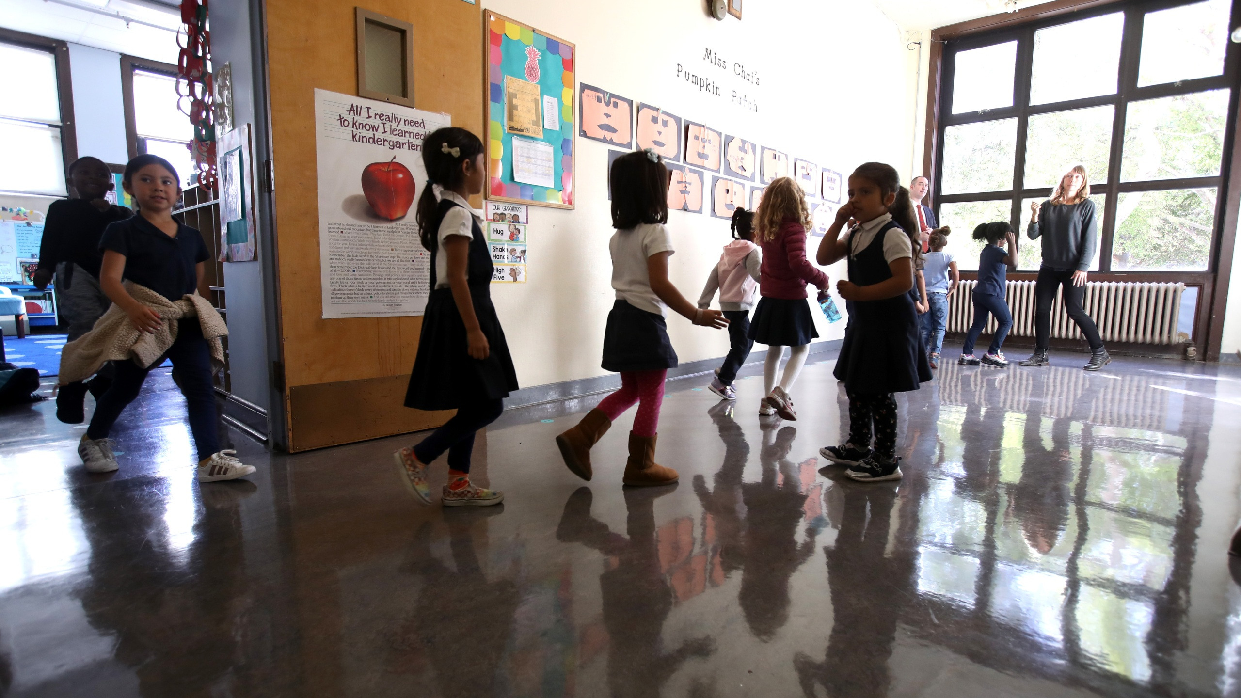 Rosa Parks Elementary School students in San Francisco walk through the campus during an earthquake drill on Oct. 17, 2019. (Justin Sullivan/Getty Images)