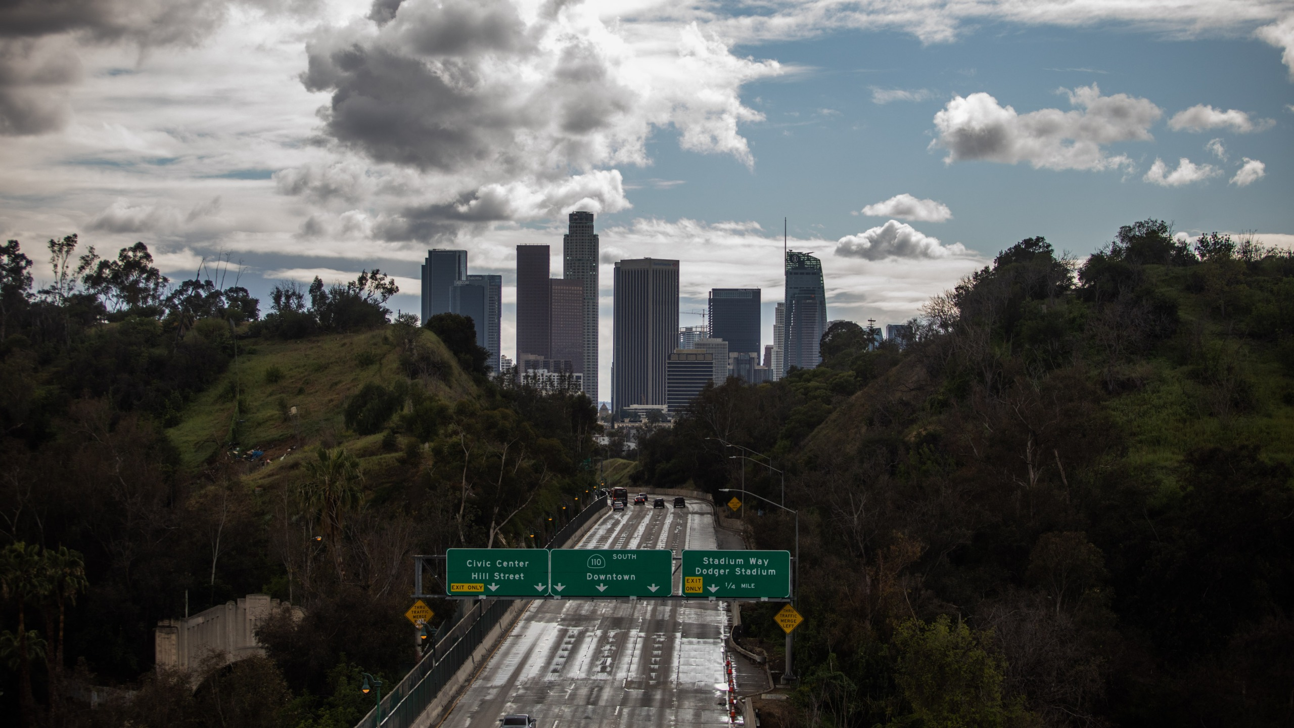 A nearly empty 110 Freeway is seen near downtown Los Angeles on March 19, 2020. (Credit: Apu Gomes / AFP / Getty Images)