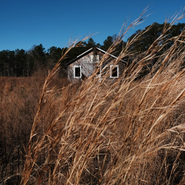 An abandoned home stands in a rural and economically distressed part of South Carolina on Feb. 27, 2020, in Chesterfield, South Carolina. (Spencer Platt/Getty Images)