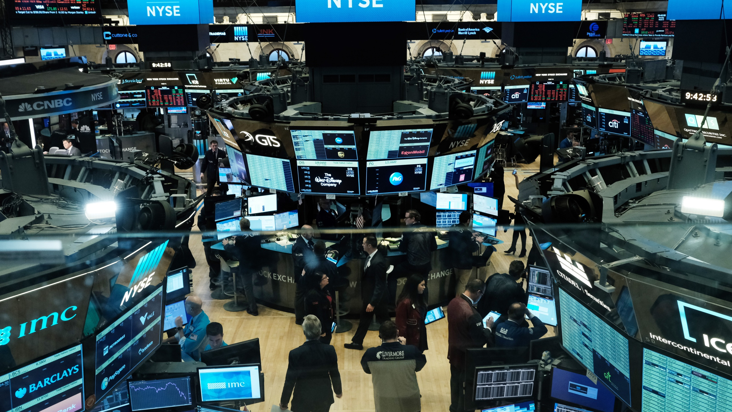 Traders work on the floor of the New York Stock Exchange (NYSE) on March 9, 2020 in New York City. (Spencer Platt/Getty Images)