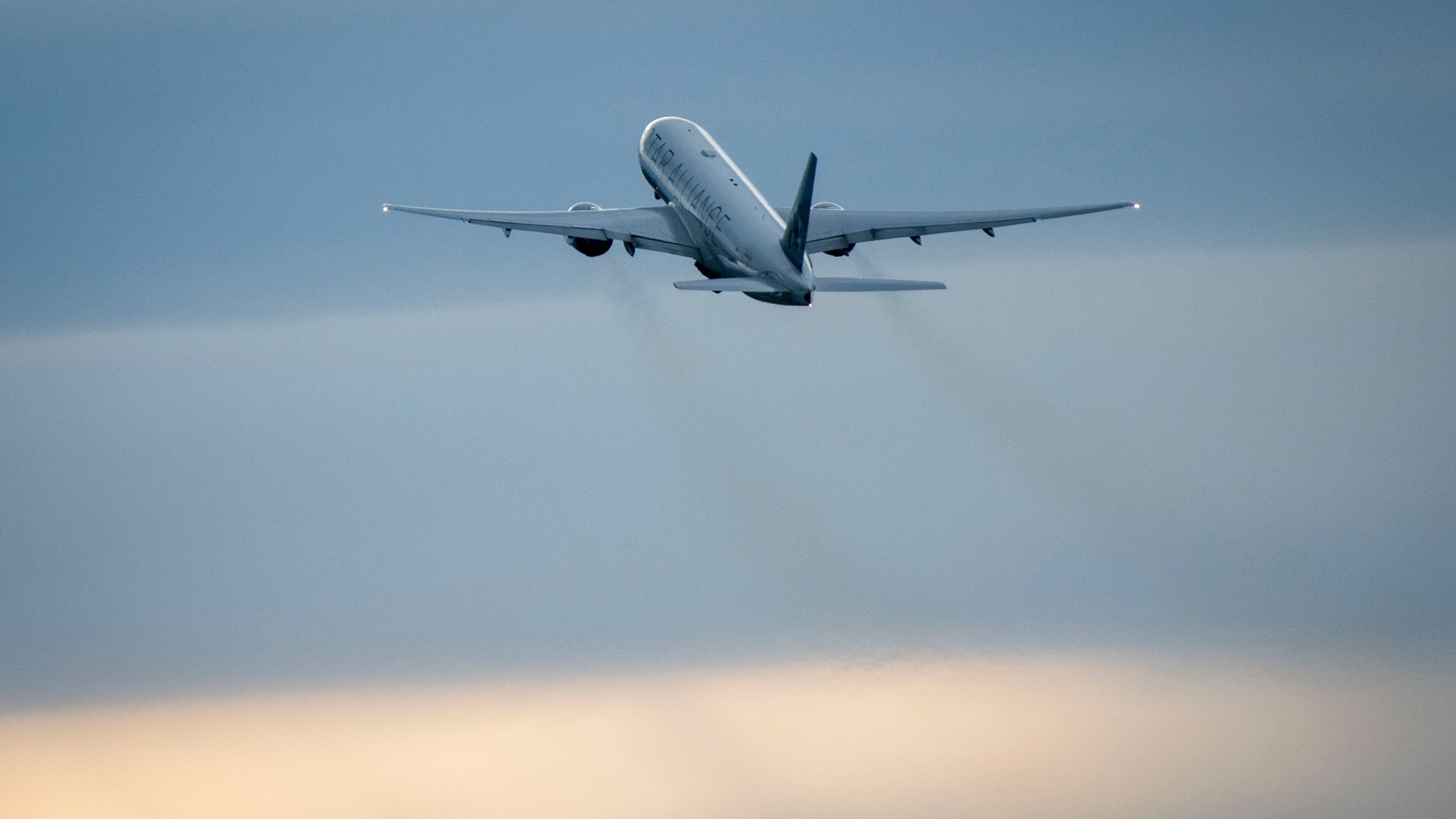 A United Airlines plane takes off to San Fransisco at Frankfurt Airport on March 12, 2020 in Frankfurt, Germany. (Thomas Lohnes/Getty Images)