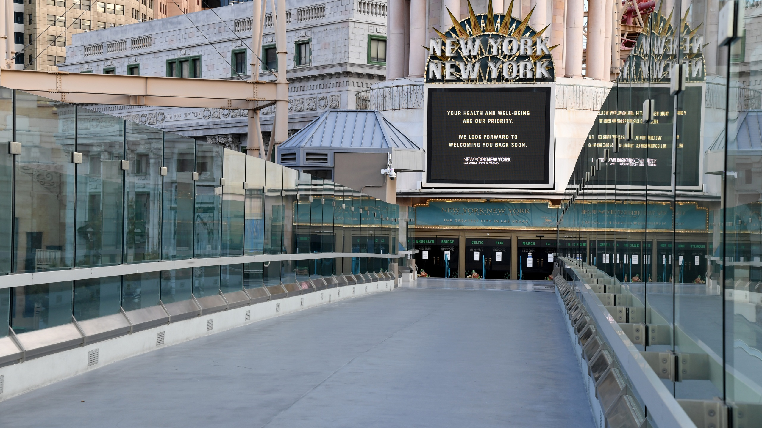 A sign at an entrance at the New York-New York Hotel & Casino displays a message after the Las Vegas Strip resort was closed as the coronavirus continues to spread across the U.S. on March 17, 2020. (Credit: Ethan Miller / Getty Images)