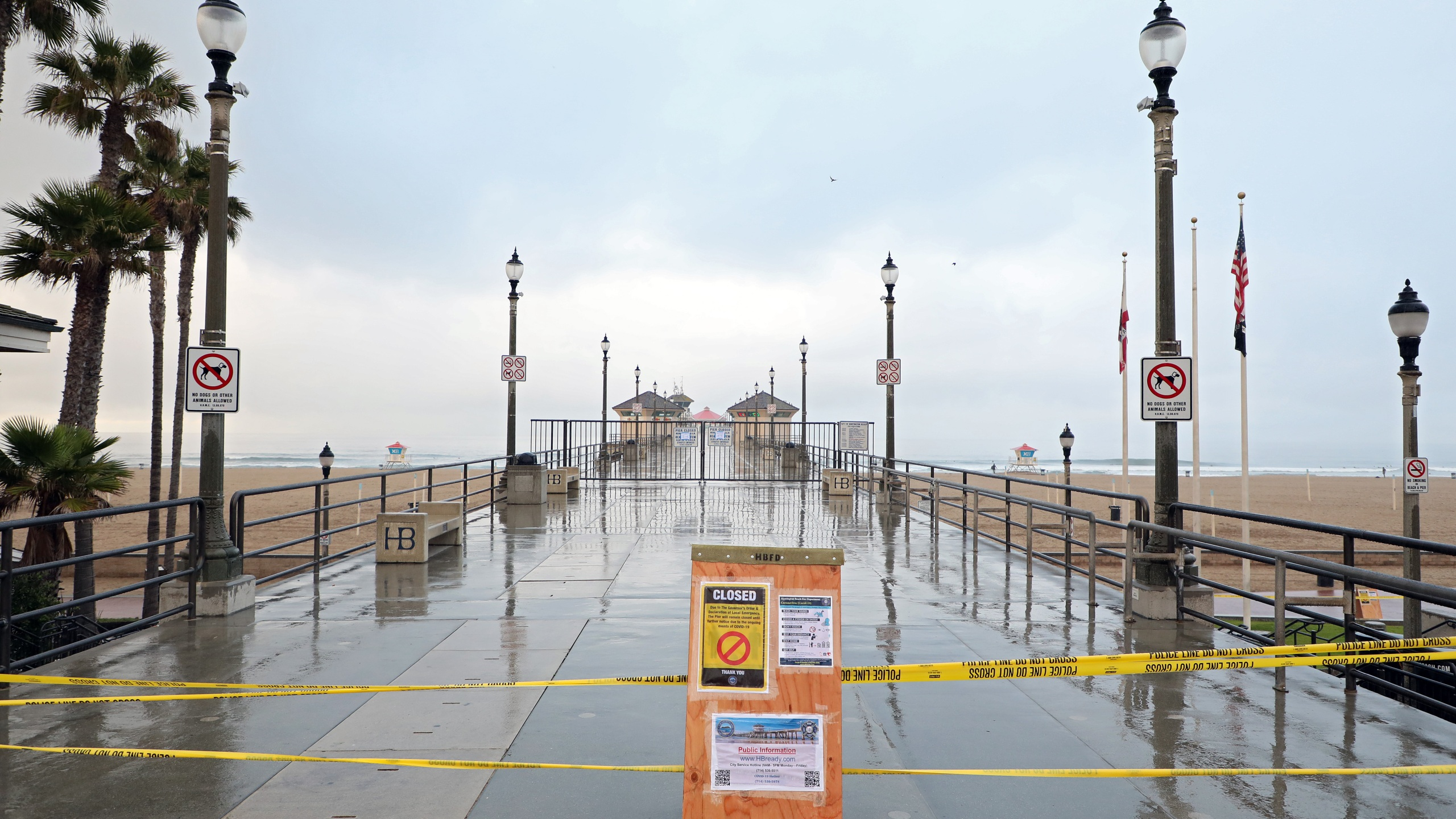 A sign explaining the closure of the Huntington Beach Pier amid the coronavirus outbreak is seen on March 24, 2020. (Credit: Michael Heiman / Getty Images)