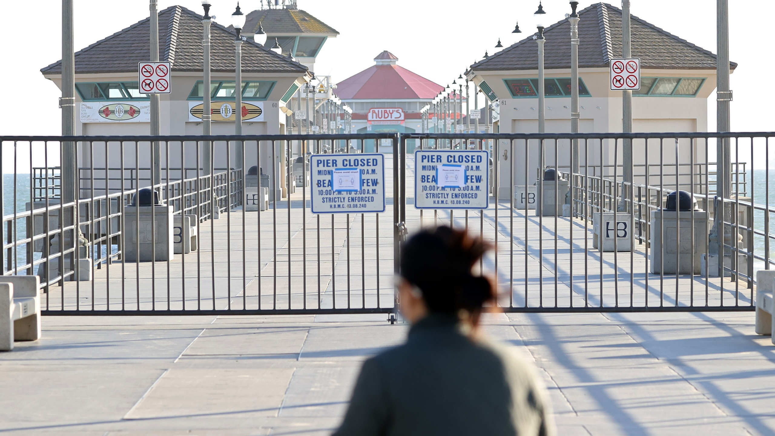 A person stands in front of the closed Huntington Beach Pier on March 24, 2020.(Michael Heiman/Getty Images)