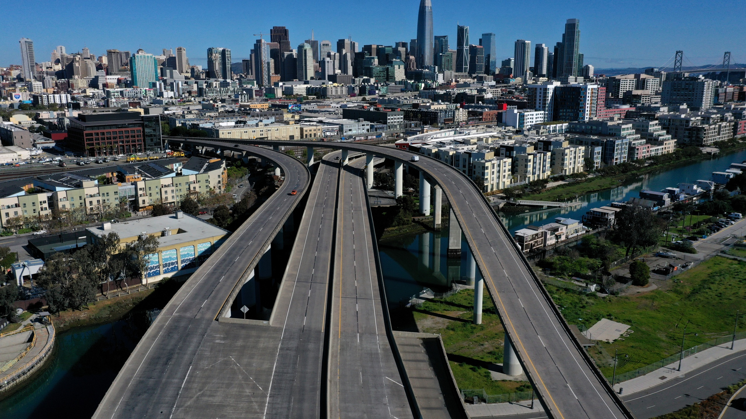 Interstate 280 is seen nearly empty on March 26, 2020, near San Francisco, California. (Justin Sullivan/Getty Images)