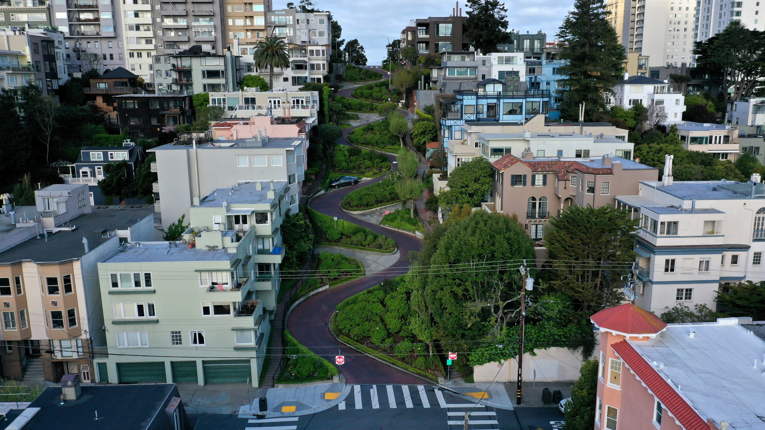 An aerial drone view of an empty Lombard Street tourist destination during the coronavirus pandemic on March 30, 2020. Justin Sullivan/Getty Images)