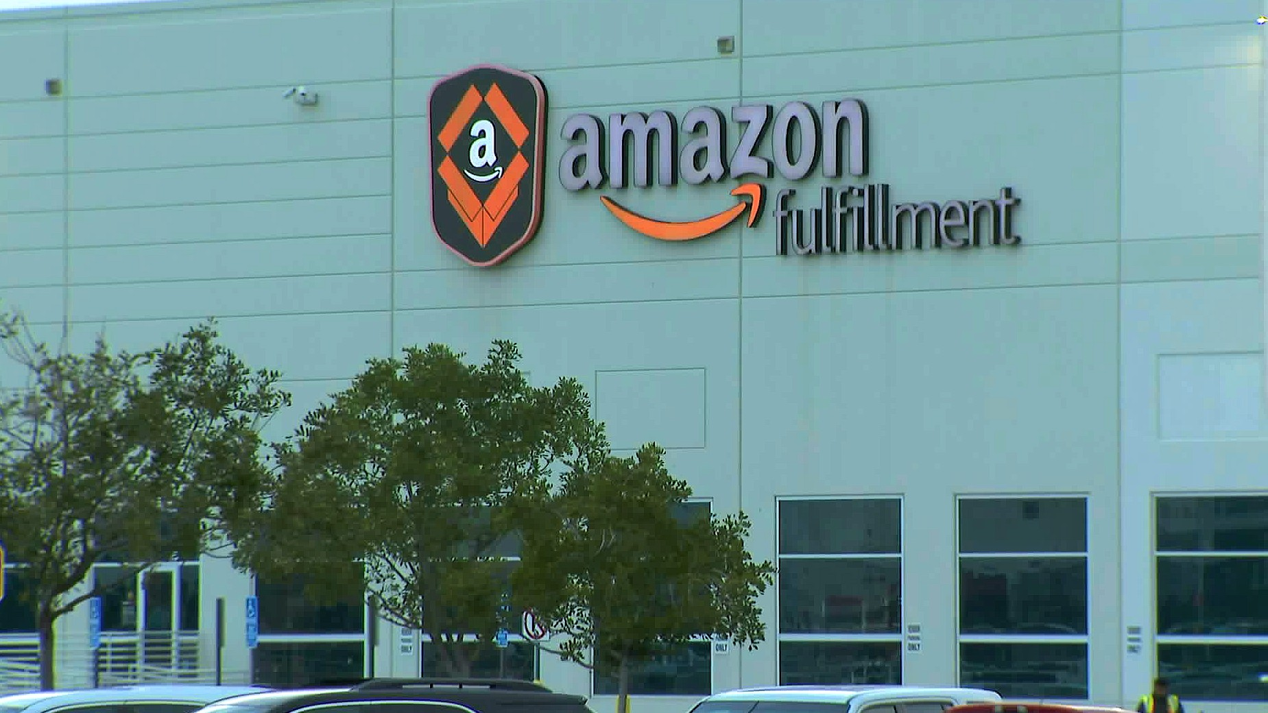 Worker From Amazon S Moreno Valley Fulfillment Center Tests