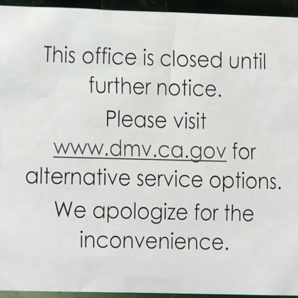 A sign outside a DMV in Fullerton announces the closure of the office on March 27, 2020. (LLN)