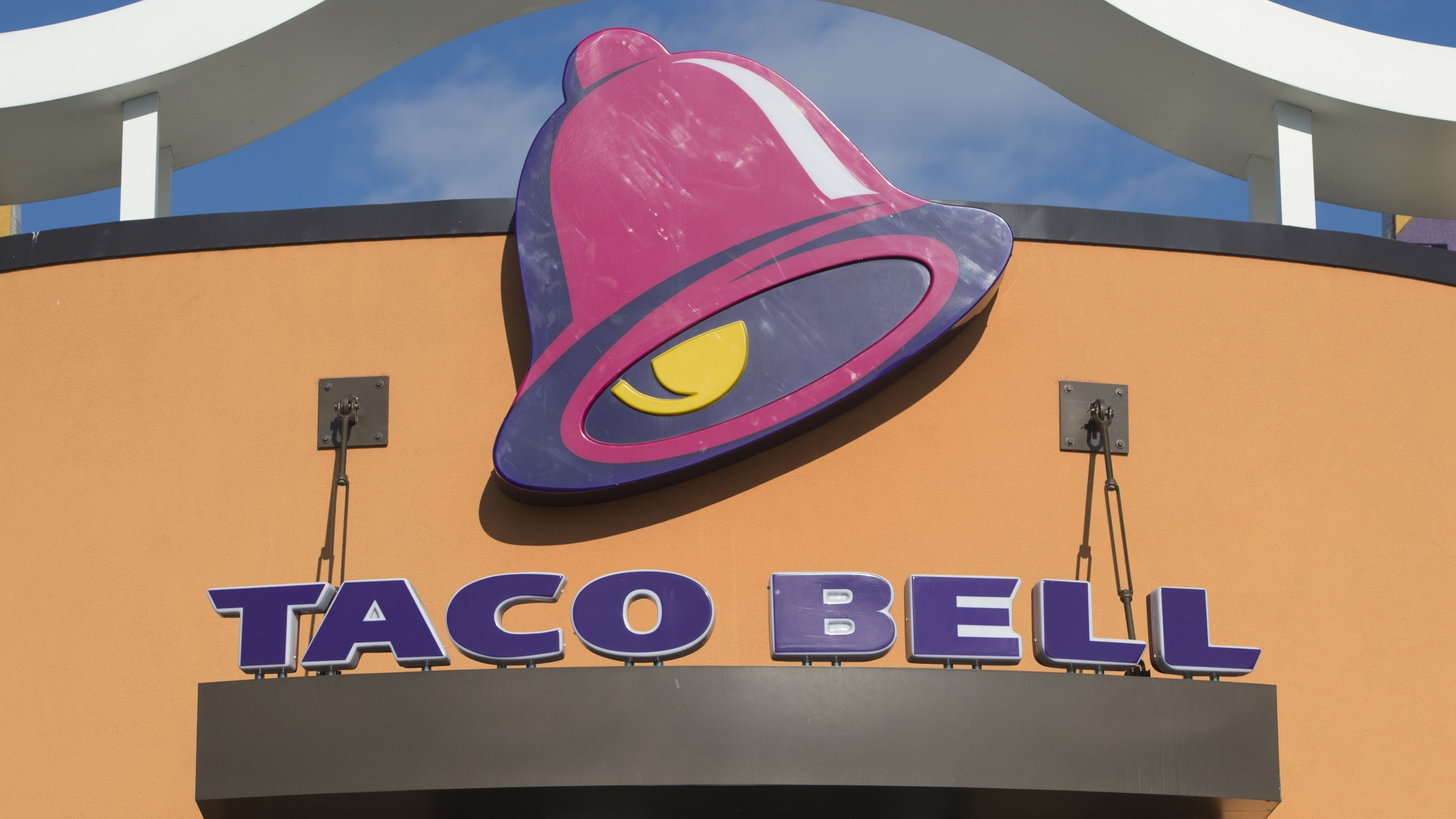 A Taco Bell fast food restaurant is seen in New Carrollton, Maryland, December 31, 2014. (SAUL LOEB/AFP/Getty Images)