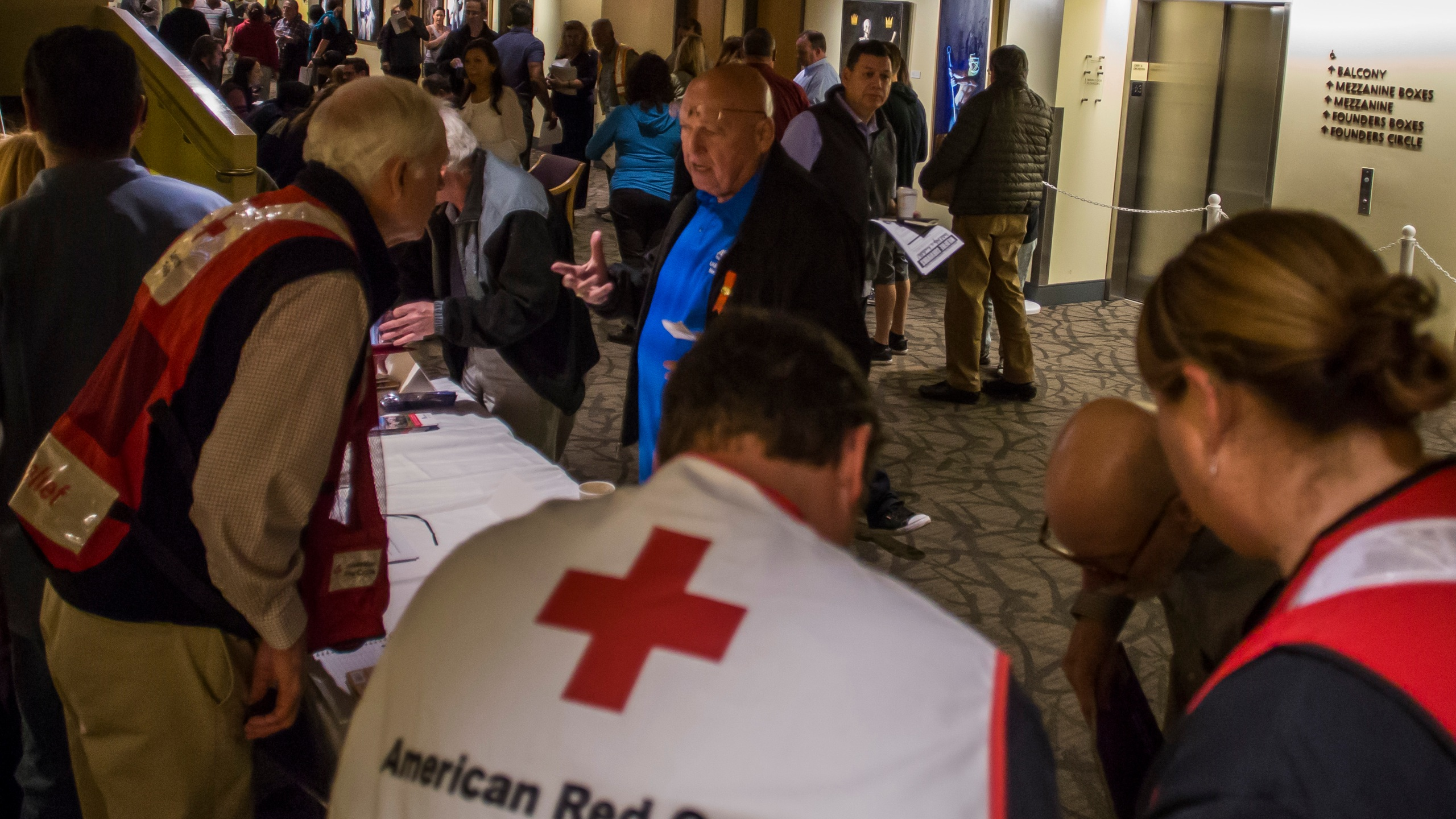 Members of the American Red Cross speak to wildfire victims at a town hall in Thousand Oaks on Nov. 14, 2018. (Credit: Apu Gomes / AFP / Getty Images)