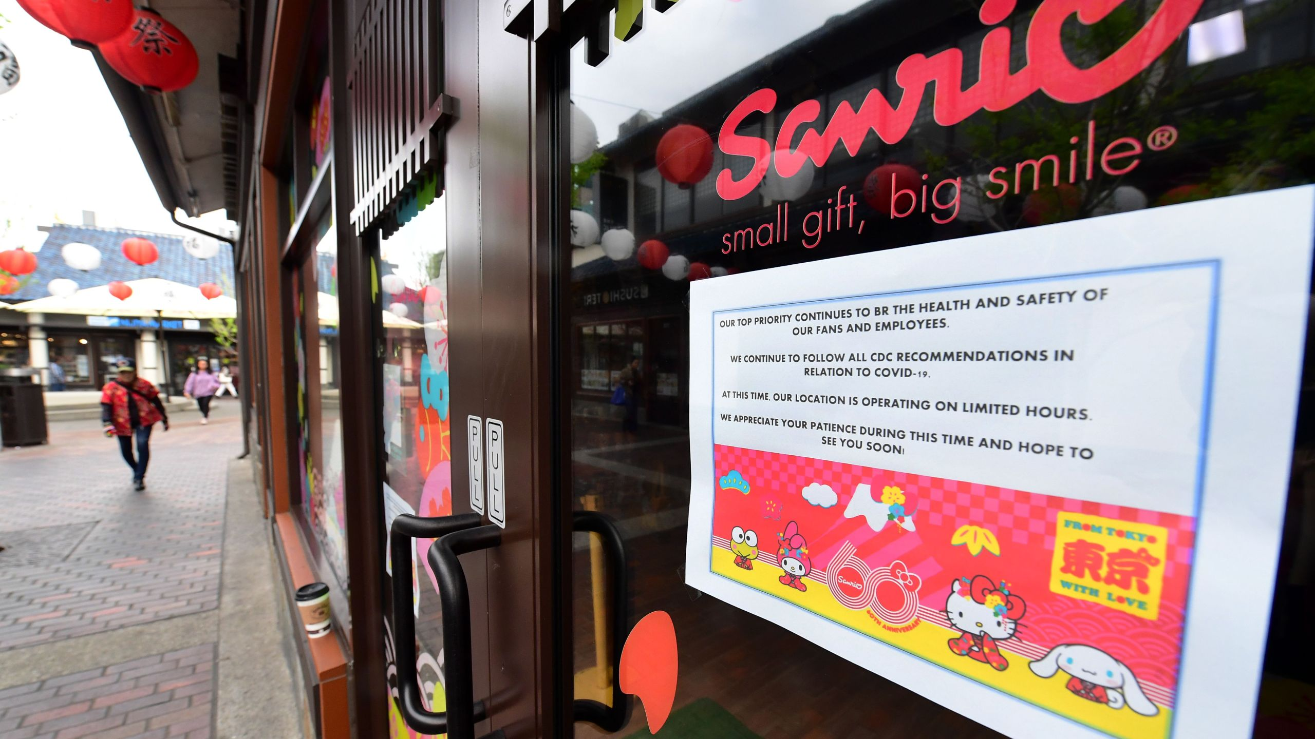 A sign posted on a Sanrio store in the Little Tokyo on March 16, 2020 announces its temporary closure as the coronavirus pandemic brings much of California to a standstill. (Frederic J. Brown/AFP via Getty Images)
