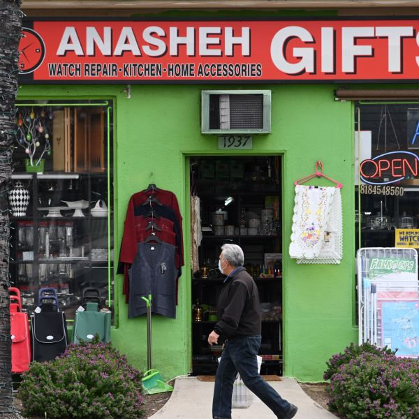 A man wearing a mask walks past a gift shop in Glendale on March 24, 2020. (Robyn Beck AFP via Getty Images)