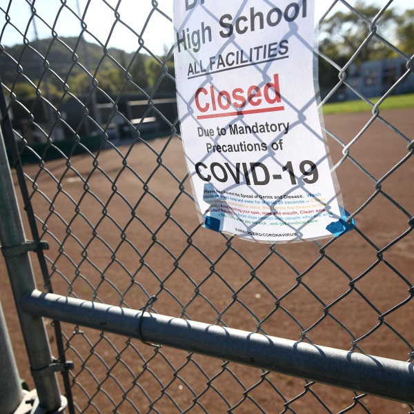 On March 31, 2020, a closure sign is seen outside Sir Francis Drake High School in San Anselmo. (Ezra Shaw/Getty Images)
