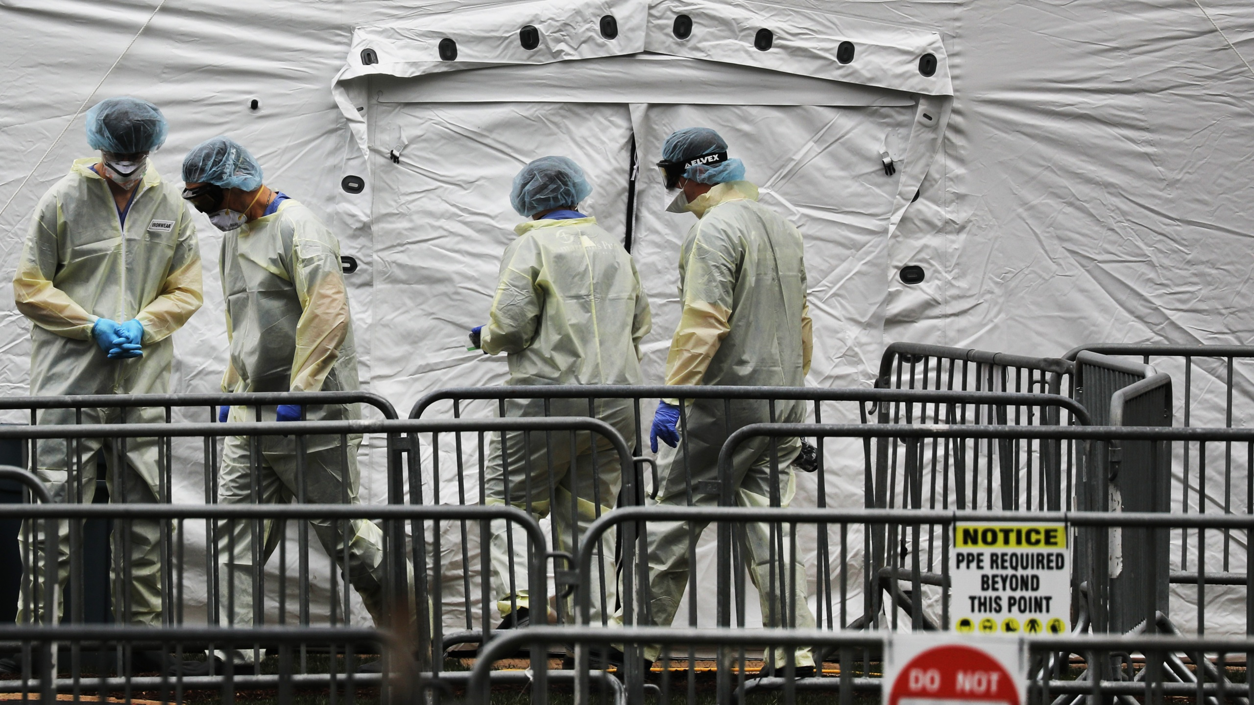Members of the International Christian humanitarian organization Samaritans' Purse gather at a field hospital in New York's Central Park on April 4, 2020 in New York City. (Getty Images)