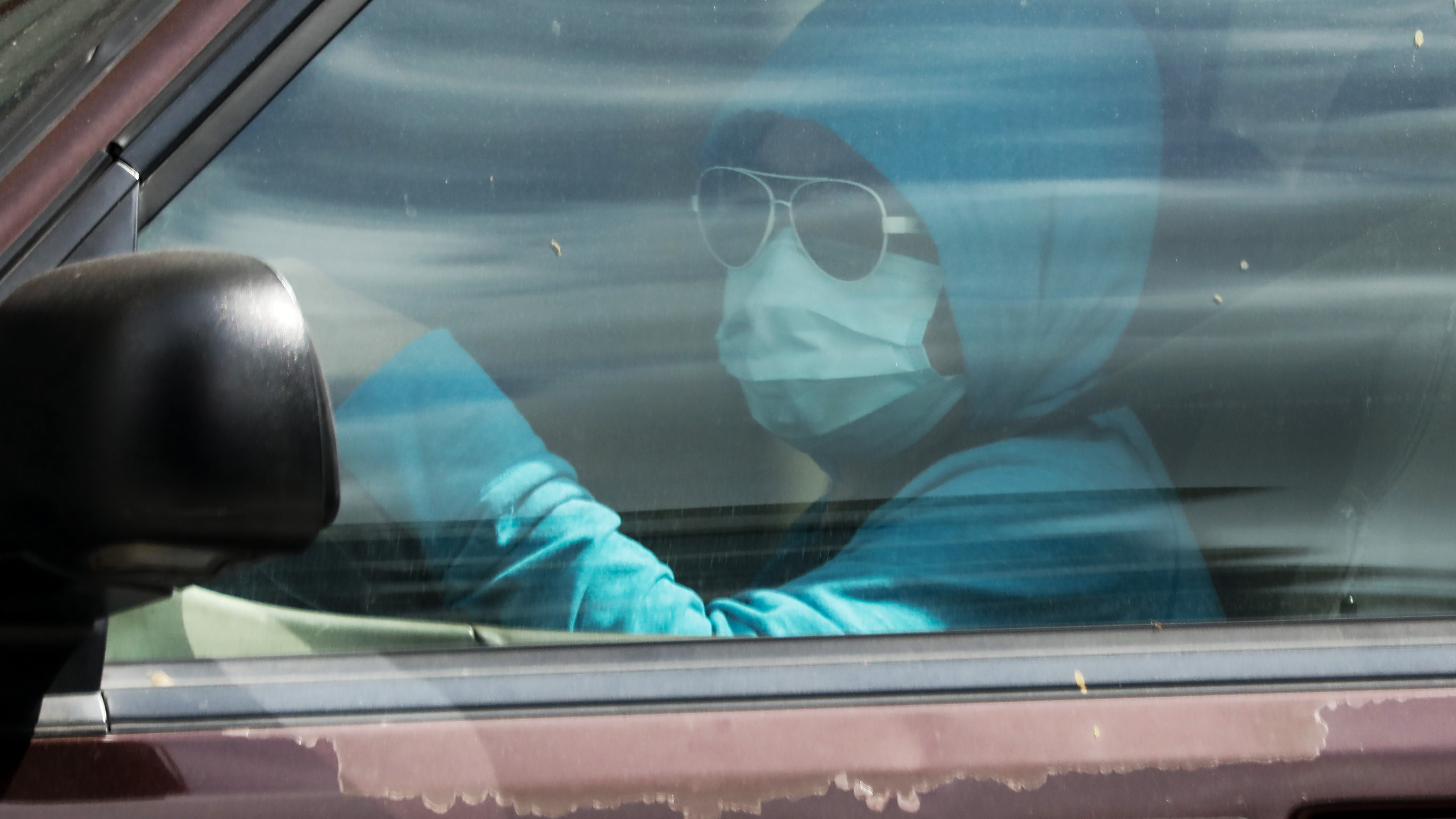 A driver wears a face mask amid the coronavirus pandemic on April 4, 2020 in Los Angeles, California. (Mario Tama/Getty Images)