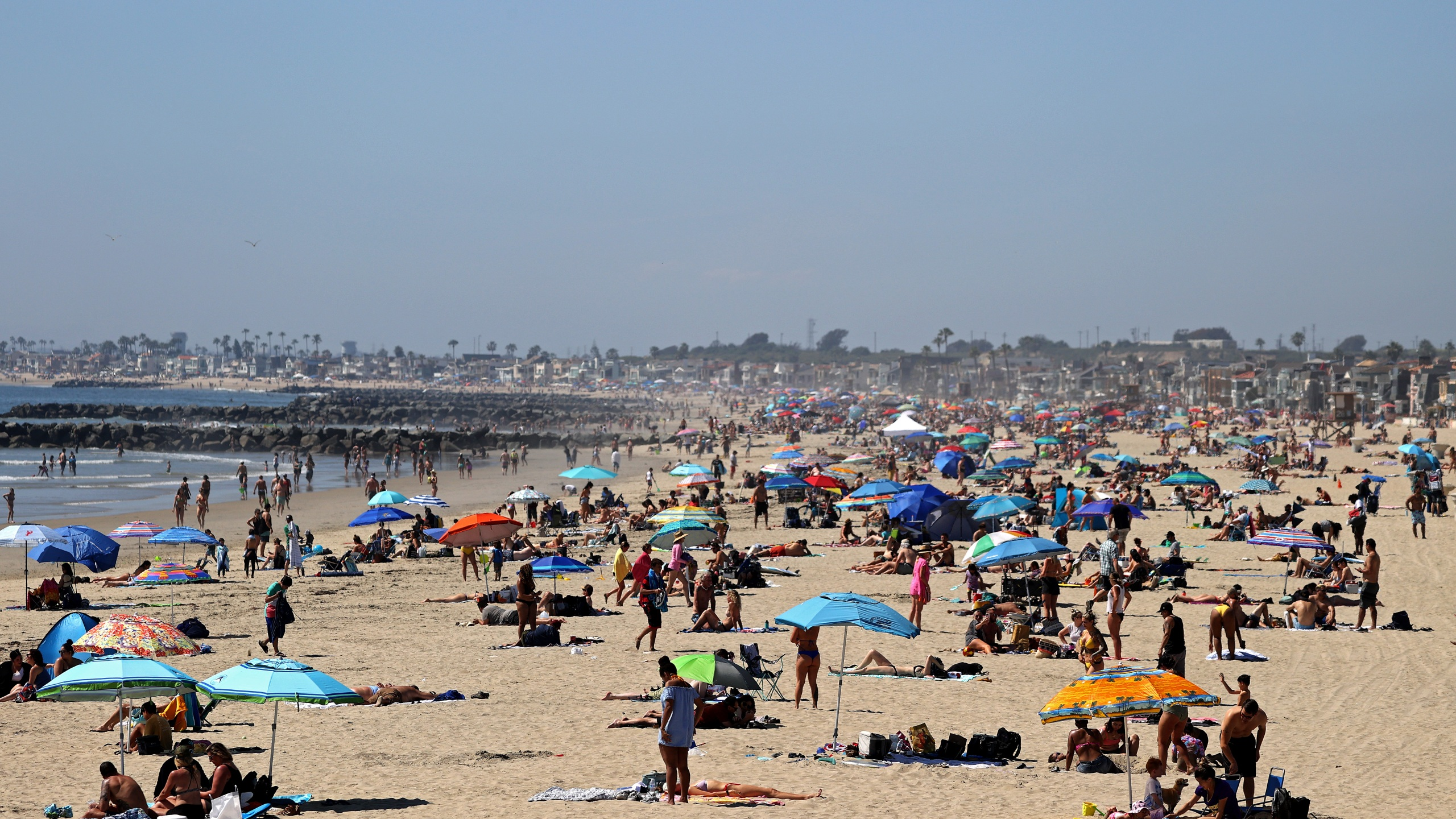 People are seen crowding north of Newport Beach Pier on April 25, 2020. (Michael Heiman/Getty Images)