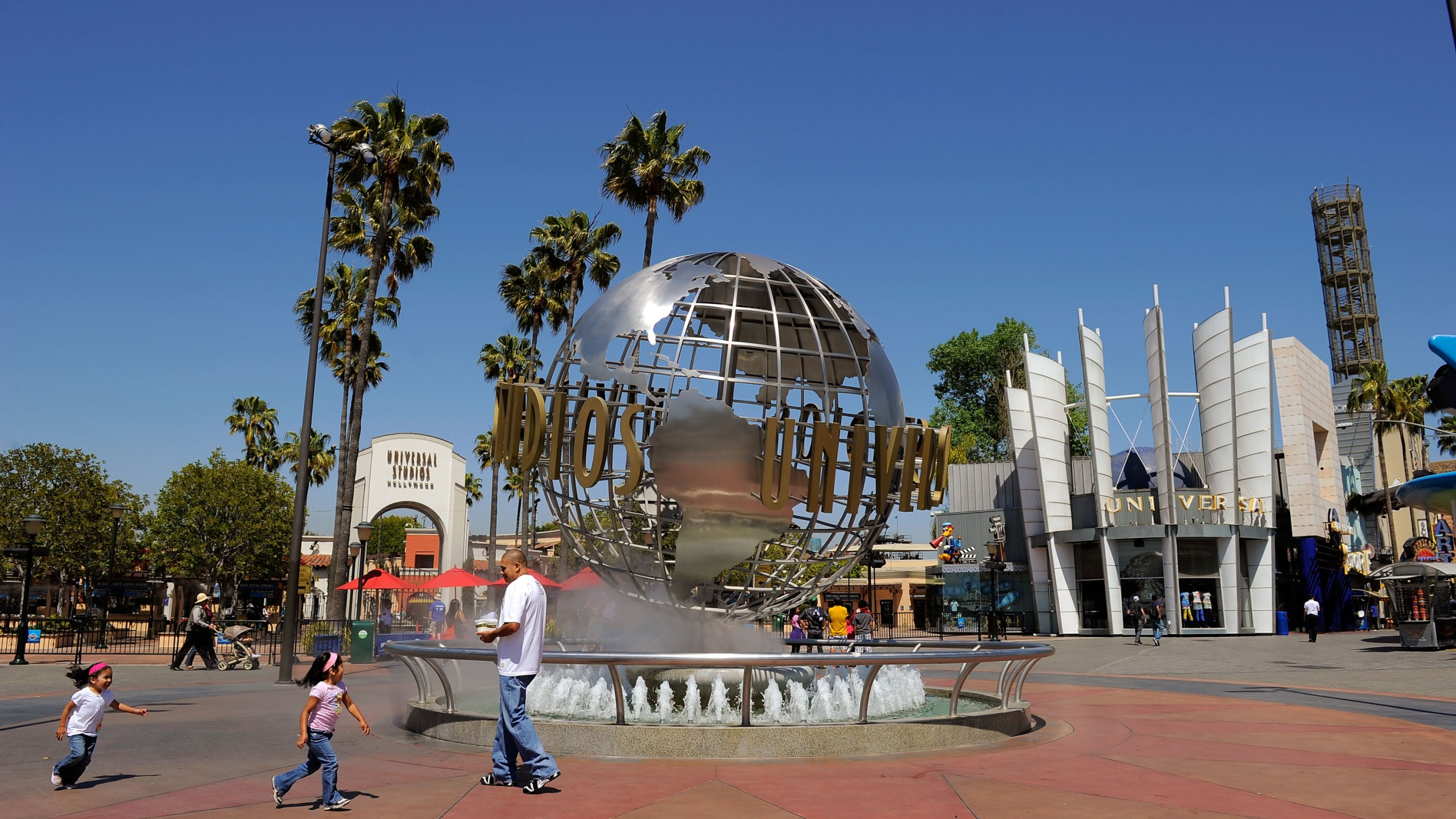 Toursits get their picture taken at the front entrance of Universal Studios Hollywood theme park on May 4, 2010. (Kevork Djansezian/Getty Images)