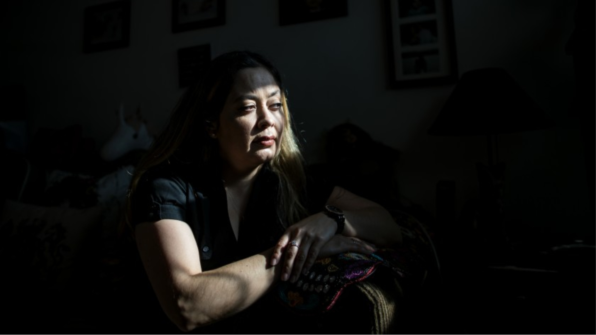 Dorian Martinez wants her 17-year-old son released from a juvenile detention camp early since he suffers from asthma.(Gina Ferazzi / Los Angeles Times)