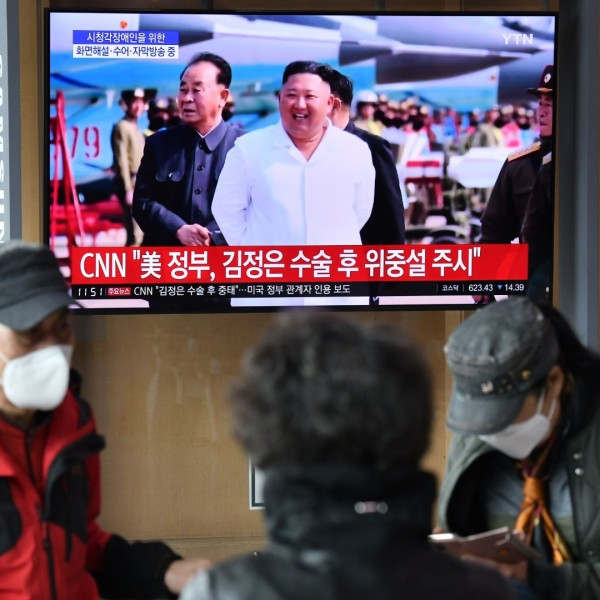 People watch a television news broadcast showing file footage of North Korean leader Kim Jong Un, at a railway station in Seoul on April 21, 2020. (Jung Yeon-je/AFP/Getty Images)