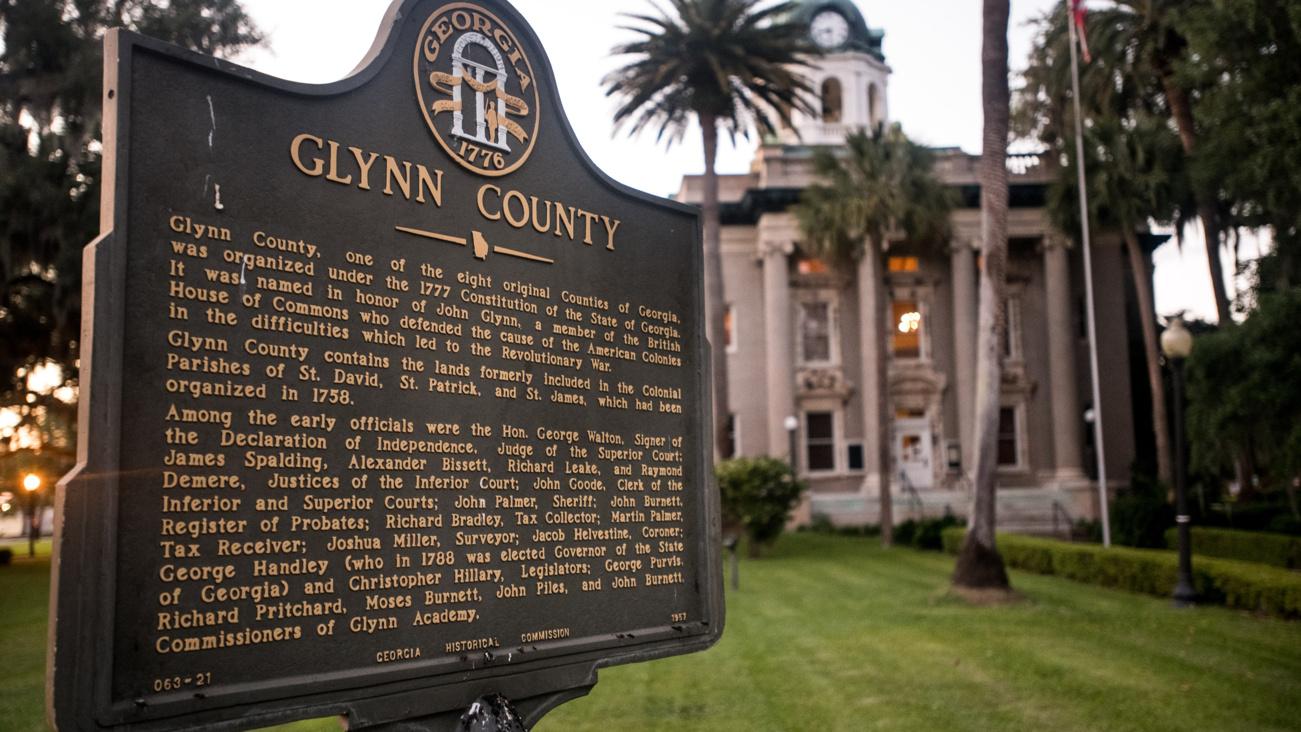 A marker stands in front of the historic Glynn County courthouse May 6, 2020 in Brunswick, Georgia. (Sean Rayford/Getty Images)