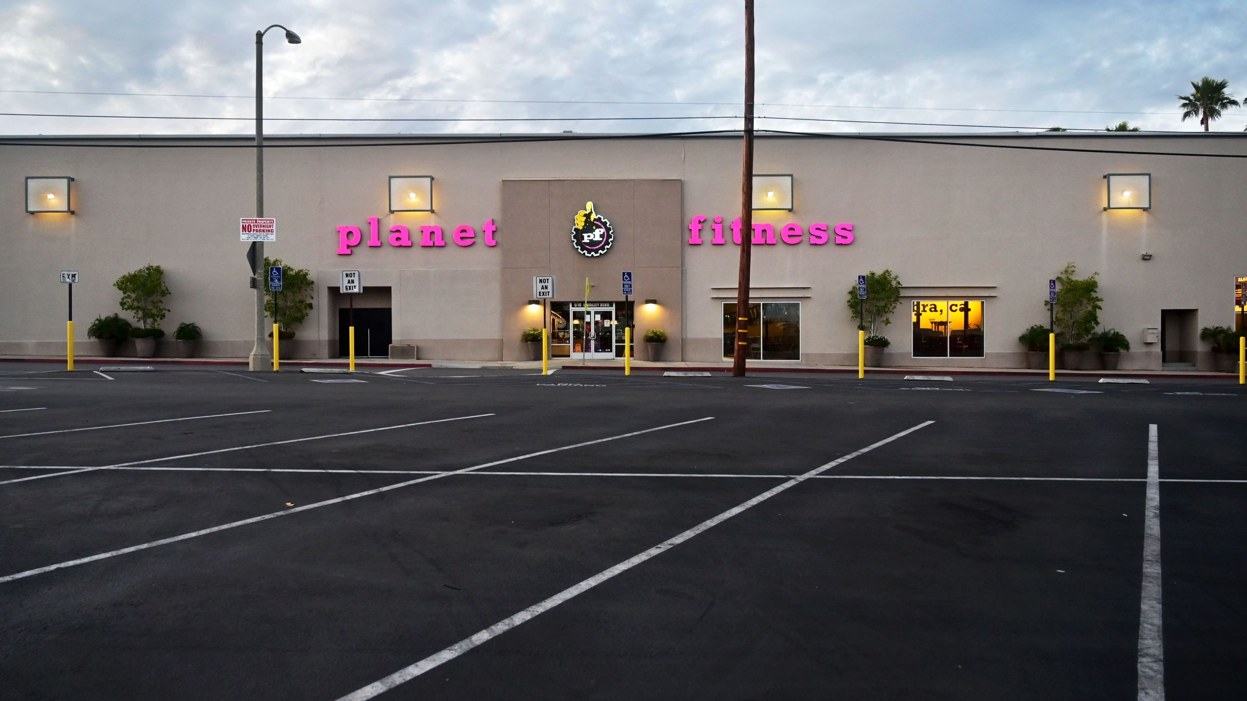 An empty parking lot is pictured in front a Planet Fitness gym and fitness club in Alhambra on May 12, 2020. (FREDERIC J. BROWN/AFP via Getty Images)