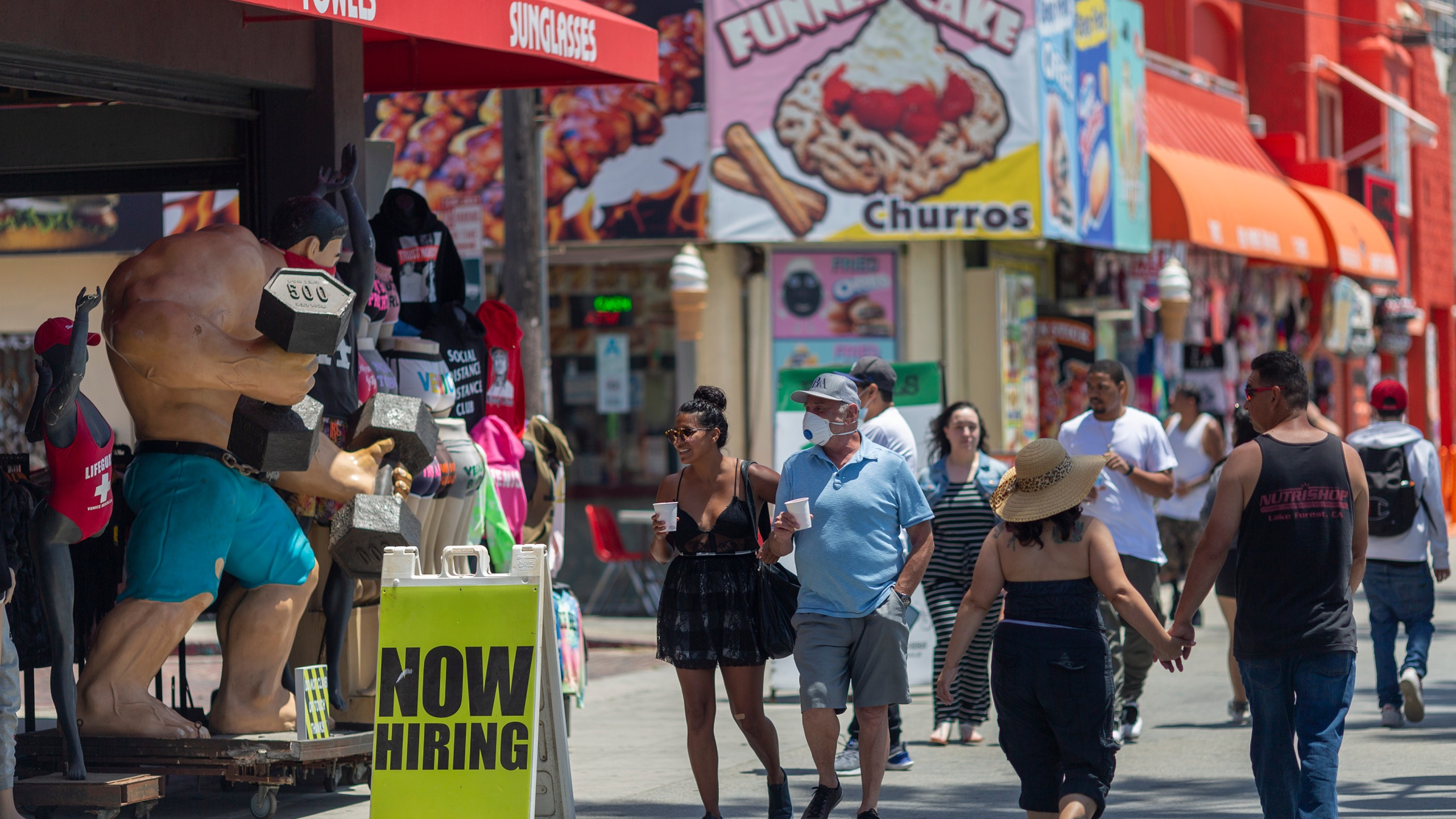 Holiday beachgoers head to Venice Beach on Memorial Day as coronavirus safety restrictions continue being relaxed in Los Angeles County on May 24, 2020. (David McNew/Getty Images)