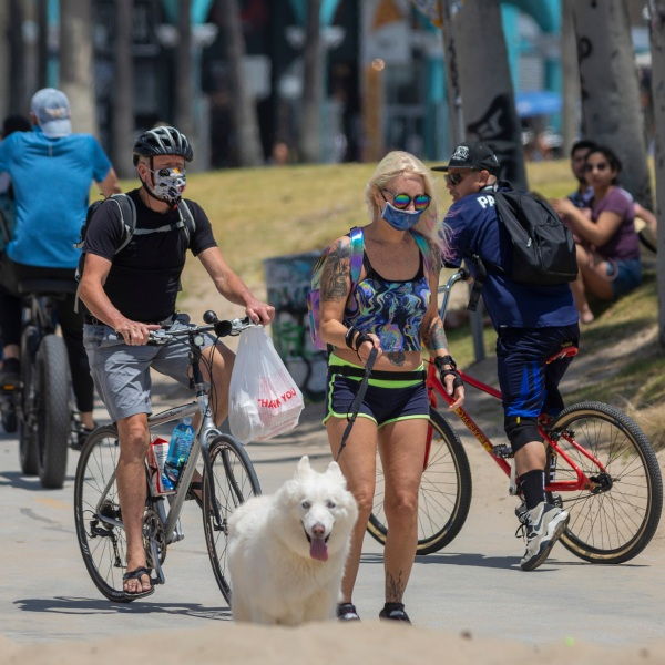 Holiday beachgoers head to Venice Beach on Memorial Day on May 24, 2020 in Los Angeles. (David McNew/Getty Images)