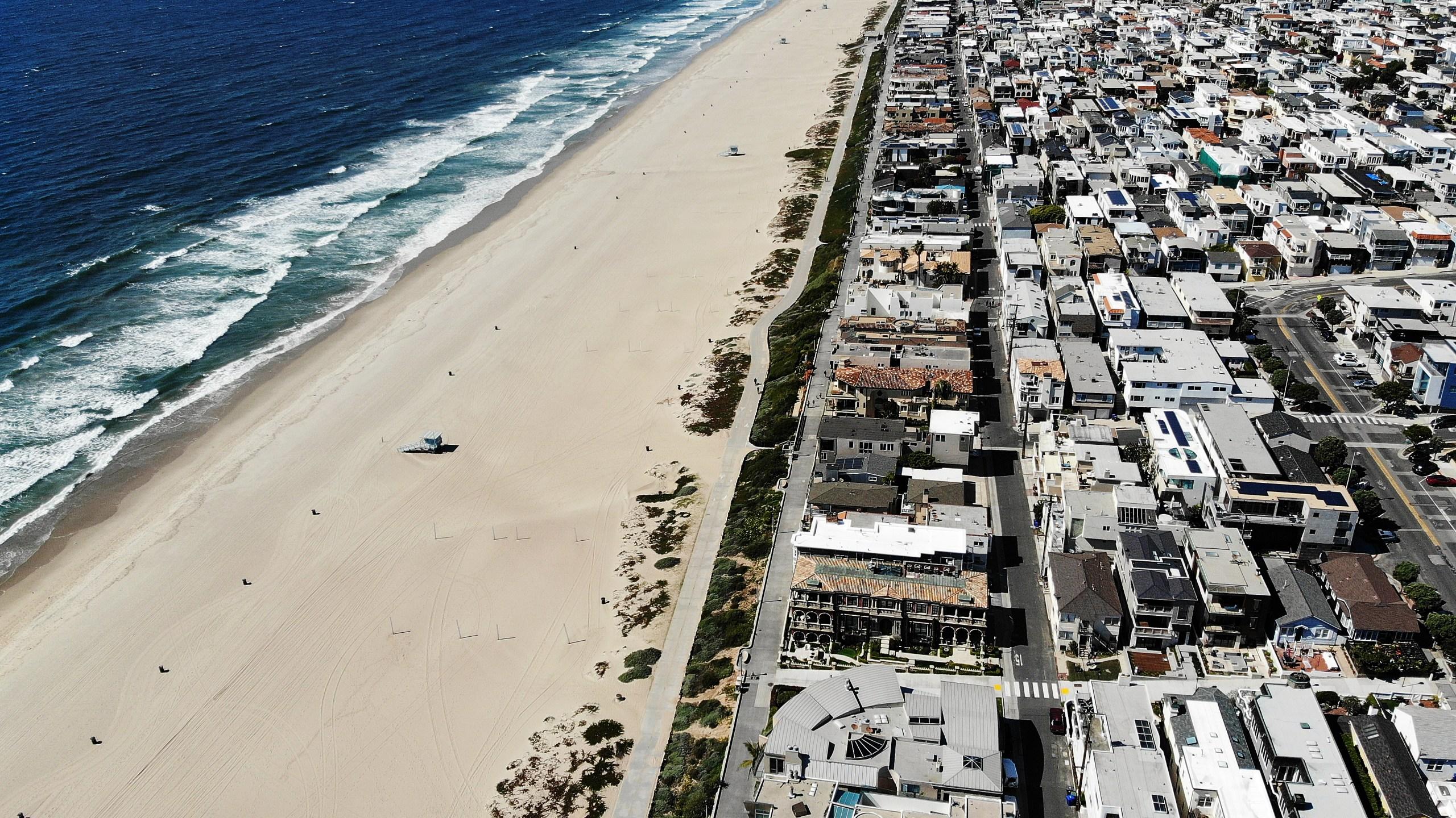 An aerial view of Manhattan Beach following L.A. beach closures amid the coronavirus pandemic on March 27, 2020 in Manhattan Beach. (Mario Tama/Getty Images)