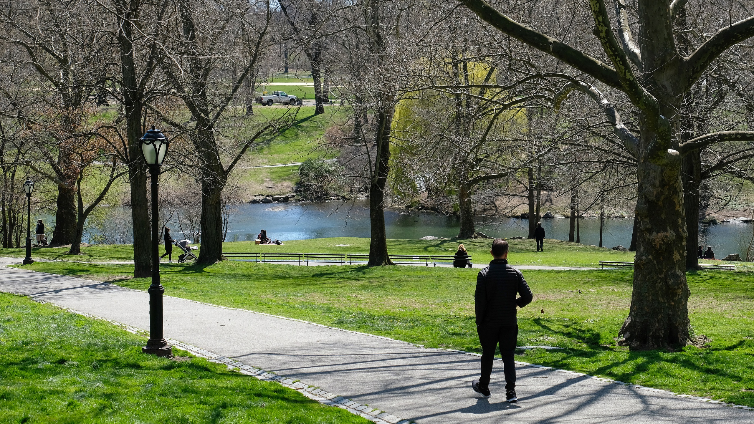 People are seen in Central Park as the coronavirus continues to spread across the United States on April 2, 2020 in New York City. The coronavirus (COVID-19) pandemic has spread to at least 180 countries and territories across the world, claiming over 50,000 lives and infecting hundreds of thousands more. (Photo by Dia Dipasupil/Getty Images)