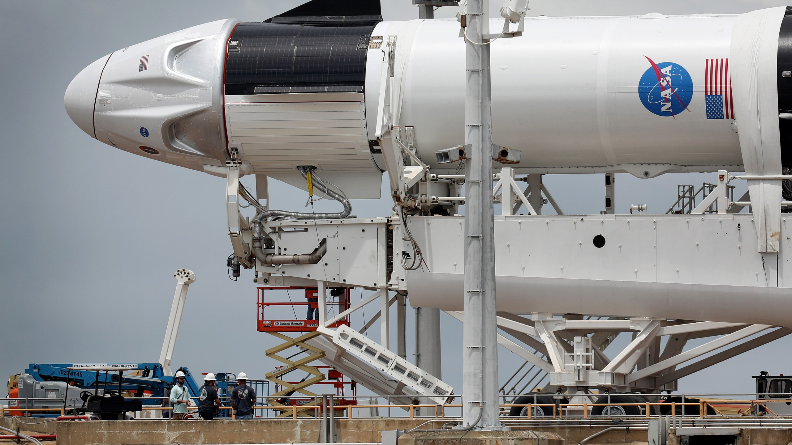 Workers prepare the SpaceX Falcon 9 rocket with the Crew Dragon spacecraft at the Kennedy Space Center on May 26, 2020 in Cape Canaveral, Florida. (Joe Raedle/Getty Images)